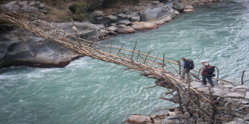 on the way to annapurna trekking